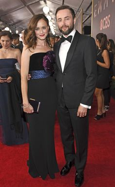 Emmy Awards Red Carpet All the Arrivals from Laverne Cox to Julianne Hough Celebrity Couples, Celebrity Style, Rory Gilmore Style, Vincent Kartheiser, Gilmore Girls Quotes, Cami Mendes, Girlmore Girls, Laverne Cox, Lauren Graham