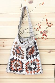 손뜨개 작은 손뜨개 가방 하나 만들어 가을을 담아봤어요~~ 추석 성묘길에 가져온 열매가지를 넣어두니 가...