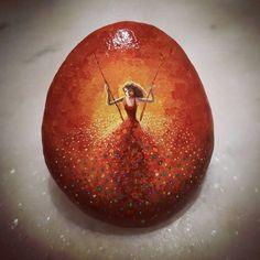 #paintstone #paintingart #paint #tasboyama #taşboyama #resim #akrilik #art #stonepaintingart #stone #stonepaintingart #stonepainting #boyama #stone #handmade #romantik #rockpainting #woman #lonely #dreams