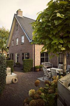 European House and Garden # European - Haus bau - Garten Farmhouse Front Porches, Farmhouse Garden, Modern Farmhouse Exterior, European Garden, European House, Exterior House Colors, Exterior Design, Dutch House, Dutch Door