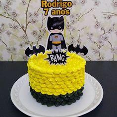 Bolo Batman   #chantininho #ninhoebrigadeiro #bolodacris #feitocomamor #muitomaisquebolo #ficavaiterbolodacris #bolobatman #pedidorenata  Scrap by Papel arroz Rodrigues