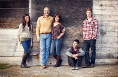 Family against barn posing for photos, Seattle family photographer Older Family Photos, Adult Family Poses, Fall Family Portraits, Family Portrait Poses, Family Of 6, Fall Family Pictures, Family Picture Poses, Family Photo Sessions, Family Posing