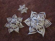 Tässä ohjeet hauskan joulutähden askartelemiseksi. Bon voyage! Tarvitset neliön mallisen paperipalan. Taita se esim. suorakulmiosta. Ta...