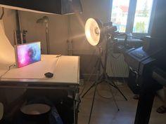 Dnes jsme se bavili ateliérovým focením našeho světelného obrazu :) Než budeme mít k dispozici výsledek, ukážeme vám aspoň, jak to vypadalo 📷📷 Desk, Furniture, Home Decor, Desktop, Decoration Home, Room Decor, Table Desk, Home Furnishings, Office Desk