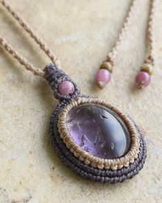 """Natural stone macrame accessories """"Freaky Hands"""" Blog: New macrame pendant"""