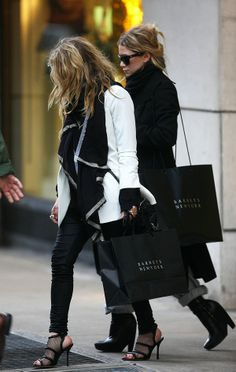 best memorial day sales // Mary-Kate & Ashley Olsen in black & white. Mary Kate Olsen, Mary Kate Ashley, Ashley Olsen Style, Olsen Twins Style, Street Style, Street Chic, Best Memorial Day Sales, The Row, Olsen Sister