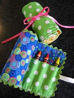 Travel Crayon bag tutorial... Perfect for little girl/boy gifts!