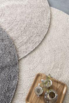 Bodilson-Teppich Kieselgrau 150 cm - Bodilson-Teppich Kieselgrau 150 cm BOC 10001600 - The Troubadour Interiors Boho Room, Boho Living Room, Pebble Grey, Kiesel, Floor Colors, Bedroom Carpet, New Room, Inside Home, Rugs On Carpet