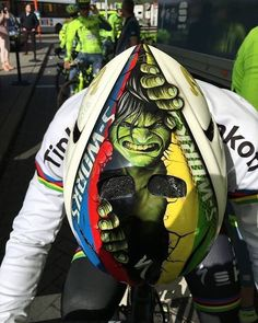 @petosagan has a little hulk helmet action today to get pitted. Hulk smashes getting pitted so smash pitted. Credit: CannondaleGirls on Twitter (if there's a different photog please let me me know)