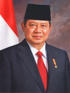 In New Autobiography, Indonesian President Yudhoyono Recounts How Praying to Allah Conquered 'Witchcraft' January 2014 By Terry Fi. Paranormal, Old Portraits, Airbrush Art, Valentino Rossi, World Leaders, King Queen, Southeast Asia, Witchcraft, Pray