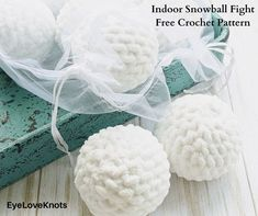 Indoor Snowball Fight – Free Crochet Pattern by Double Knotted Crochet for EyeLoveKnots Crochet Home, Crochet For Kids, Free Crochet, Bernat Baby Blanket, Blanket Yarn, Crochet Designs, Crochet Patterns, Indoor Snowballs, Crochet Mitts