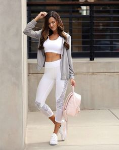 11 Surprisingly Cut 11 Surprisingly Cute Sporty Outfits To Try: All athleisure lovers ahoy! Check out these sporty chic outfits casual outfits and stylish gym outfits to get inspired for the new season. Cute Sporty Outfits, Sneakers Fashion Outfits, Athleisure Outfits, Athleisure Fashion, Fashion Clothes, Athleisure Trend, Fashion Shoes, Fitness Video, Sport Fitness