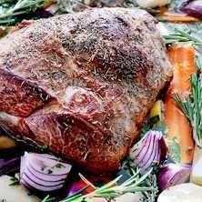 Testa en Jamie Oliver klassiker!Jamies femtimmarslamm smakar underbart gott, och passar till många festligheter. Här hittar du receptet.