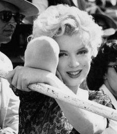 MORT SUSPECTE - Marilyn Monroe.......