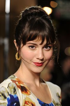 """Maxine Elaine Saunders (Mary Elizabeth Winstead) 5'7"""", 28 years old, Psychologist. Anastasia's friend and mentor from her internship. Phillip's girlfriend."""