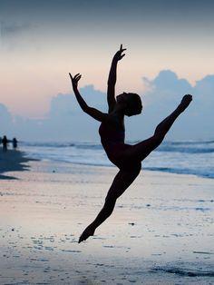 Dancing & the beach <3