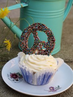 Let The Sunshine In: Peace-Cupcakes