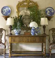Love the blue and white :) Southern Accents 2009 Riverhills Showhouse, Entry Hall Tables Tableaux, Home Interior, Interior Design, Haus Am See, Southern Accents, British Colonial Style, Enchanted Home, Chinoiserie Chic, Blue And White China