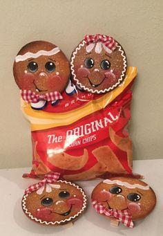 Gingerbread Christmas Decor, Gingerbread Decorations, Gingerbread Ornaments, Homemade Christmas Decorations, Christmas Wood, Christmas Centerpieces, Christmas Projects, Christmas Ornaments, Gingerbread Men