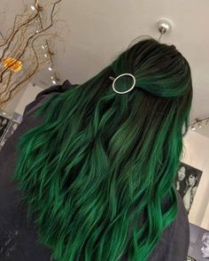 63 Offbeat Green Hair Color Ideas in Green Hair Dye Kits to Try hair trends 63 Offbeat Green Hair Color Ideas: Green Hair Dye Kits to 'Go Green' Hair Color Streaks, Hair Color Shades, Hair Color Dark, Cool Hair Color, Mint Hair Color, Green Shades, Cute Hair Colors, Green Hair Colors, Hair Dye Colors