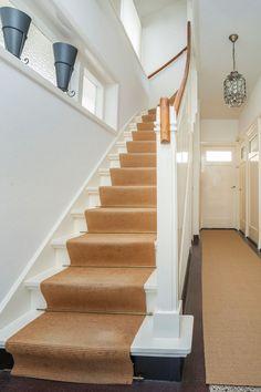 Jaren30woningen.nl | Klassieke trap in een jaren 30 woning