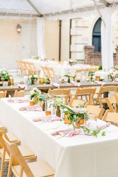Photography : Dana Cubbage Weddings | Wedding Planner : Boutique Planning | Floral Design : SYG Designs | Catering : Patrick Properties Hospitality Group | Reception : William Aiken House Read More on SMP: http://www.stylemepretty.com/2017/01/19/a-quintessential-southern-soiree-for-charleston-lovers/