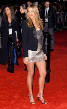 love this outfit – Stefani Markowitz Jennifer Aniston Makeup, Jennifer Aniston Legs, Jennifer Aniston Friends, Jennifer Aniston Pictures, Girl Celebrities, Beautiful Celebrities, Celebs, Nancy Dow, Jeniffer Aniston