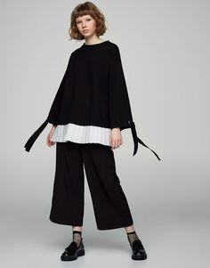 :Contrasting sweatshirt with bow on sleeve