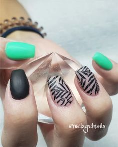 Fall Leaf Nail Art Designs - Fall leaves on nails right now are super-trendy. We searching for 60 best examples. Be ready to get inspiration! Matte Nails, Glitter Nails, Acrylic Nails, Long Gel Nails, Short Nails, Nail Effects, Bright Nails, Crystal Nails, Beautiful Nail Designs
