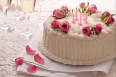 La torta di compleanno è il dolce classico da preparare in occasione di feste e anniversari.
