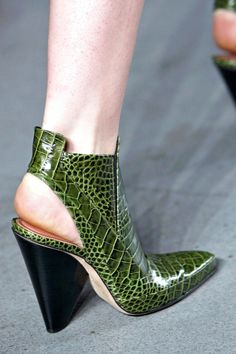 I... I think I like these because they remind me of Homo Reptilius (Doctor Who) Nevertheless, they're kinda cool