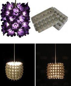 """Flavio Zaninelli - CASA COISAS & TAL: Luminária com caixa de ovos.  A luminária roxa é do Las Manualidades e a branca, do re-nest. As duas das fotos usam quase o mesmo processo de montagem:  A roxa leva lâmpadas de pisca pisca, em cada uma das """"flores"""", já a branca, leva somente uma lâmpada pendurada dentro da luminária, no centro."""