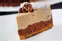 Δίχρωμη τούρτα με μους σοκολάτας και κρέμα καφέ Greek Desserts, Party Desserts, Cookie Desserts, Dessert Recipes, Arabic Food, No Bake Cake, Vanilla Cake, Sweet Recipes, Cupcake Cakes