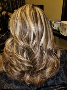 Long Ash Blonde Hair - 20 Best Long Hairstyles for Women of All Ages 2019 - The Trending Hairstyle Brown Hair With Blonde Highlights, Hair Color Highlights, Blonde Streaks, Brunette Hair, Blonde Hair, Medium Hair Styles, Curly Hair Styles, Long Shag Haircut, Hair Color And Cut