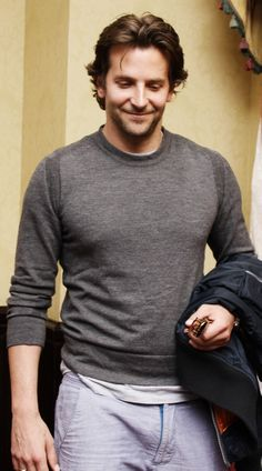 Jacob would look good with this Bradley Cooper style. Bradley Cooper Hair, Brad Cooper, Pretty Men, Gorgeous Men, A Star Is Born, Fine Men, Sexy Men, Hot Men, Hot Guys
