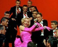 Resultados de la Búsqueda de imágenes de Google de http://4.bp.blogspot.com/-tGHELV1DUH0/TcN2SzWFjjI/AAAAAAAAACE/TAomkdcySSQ/s1600/marilyn-monroe-in-gentlemen-prefer-blondes.jpg