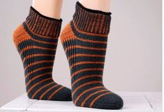 Ravelry: 5940 Sneaker Socks / Sneaker-Socken pattern by Regia Design Team Loom Knitting, Knitting Socks, Hand Knitting, Knitting Patterns, Knitting Ideas, Crochet Socks, Crochet Yarn, Knit Socks, Aran Weight Yarn