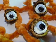 Horse Chestnut Eyes split pod, take out seed, paint it white. add goggle eyes and set in spooky setting Halloween Eyeballs, Scary Halloween, Halloween Crafts, Halloween Decorations, Halloween Cosplay, Halloween Costumes, Crochet Afghan Stitch, Pumpkin Eyes, Creepy Eyes