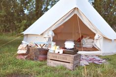 JUNKAHOLIQUE: a weekend in the country... I Know where to but this tent!