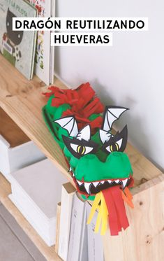 Un dragón upcycled para este Sant Jordi en casa | 2nd Funniest Thing School Children, Kids, American Crafts, Art Activities, Journaling, Bead, Crafty, Projects, Home Decor