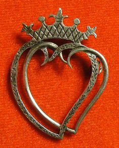 Vintage Scottish Sterling Silver Iona Entwined Hearts Luckenbooth Brooch ~ In the Eighteenth Century in Scotland this type of Luckenbooth brooch was often given at weddings and engagements as a token of love. Also they were thought to ward off evil spirits.
