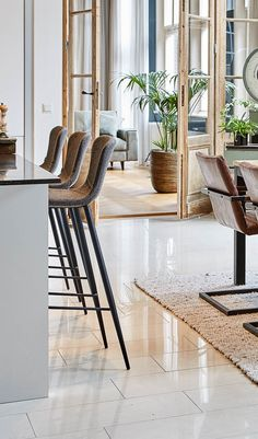 High Chairs, Basements, Casual Chic, Bar Stools, Dining Chairs, Elegant, Interior, Kitchen, Inspiration