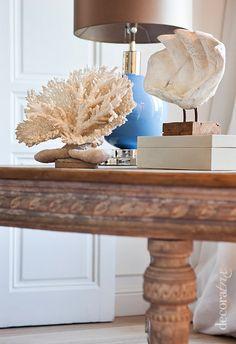 Corales...!! Coastal Homes, Coastal Living, Coastal Style, Coastal Decor, Small Apartment Decorating, Small Apartments, Entryway Tables, Beach House, Home And Garden