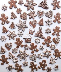 Regram from - how utterly beautiful are these? Feeling the baking itch. Christmas Cookie Icing, Best Christmas Cookies, Xmas Cookies, Christmas Cupcakes, Cute Cookies, Healthy Christmas Treats, Christmas Food Gifts, Christmas Cooking, Diy Food Gifts