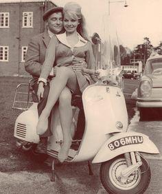 Retro Scooter, Scooter Custom, Vespa Girl, Scooter Girl, Motor Scooters, Vespa Scooters, Vespa 125, Italian Scooter, Piaggio Vespa