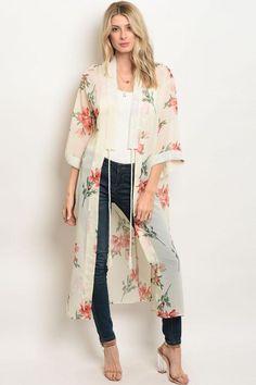 FLORAL KIMONO – WynnStyles Gilet Kimono, Kimono Shrug, Kimono Outfit, Long Floral Kimono, Long Kimono, Casual Dress Outfits, Cute Outfits, Boho Fashion, Fashion Outfits