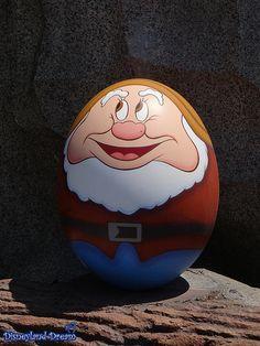 [TDL] Disneys Ostereiersuche in Tokio Disneyland 2014 Pebble Painting, Pebble Art, Stone Painting, Rock Painting Patterns, Rock Painting Designs, Painted Rocks Craft, Hand Painted Rocks, Stone Crafts, Rock Crafts