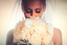 Bride with flower bouquet+ Miami Florida wedding cinematography, diegopocovi.com
