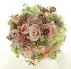 ラウンドブーケ ストロベリーティ ルアール東郷様へ : 一会 ウエディングの花