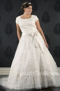 Is it silly for me to look at wedding dresses when I'm not even dating anyone? Yes, very. But I LOVE this one, and if it's still around when I get married I will be a very happy lady.